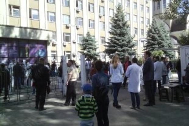 Из горящей киевской больницы эвакуировали 60 человек (фото)