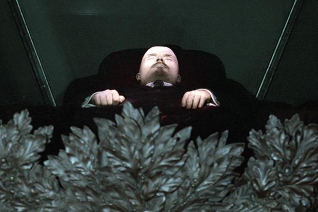 В России предложили заменить тело Ленина резиновой куклой