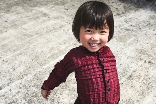 Британский дизайнер изобрел одежду, которая «растет» вместе с детьми