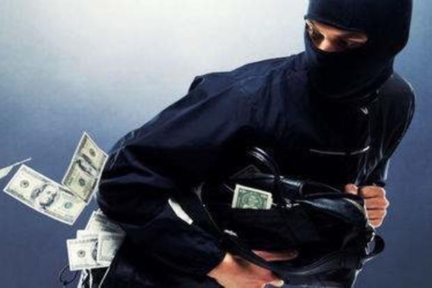 Гоп-стоп в столичному автосалоні: У пари вкрали 100 тисяч доларів