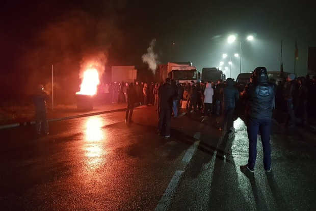 Евробляхеры продолжают блокировать дороги на границе