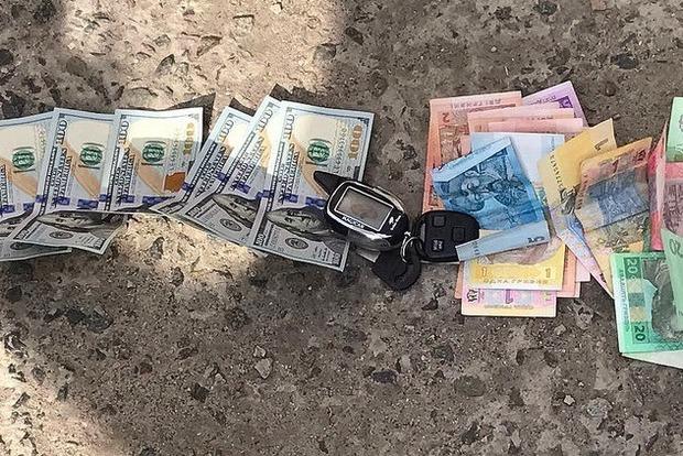 На Киевщине задержаны таможенники, которые требовали взятку от бизнесмена