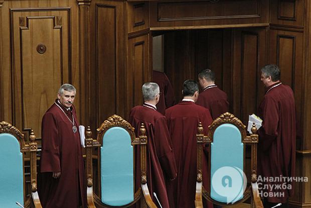 Новый Конституционный суд может продлить полномочия Президента и отменить земельный мораторий – политолог