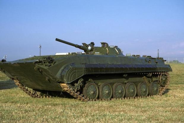 Трое военных получили более чем по 14 тысяч гривен за подбитую БМП боевиков