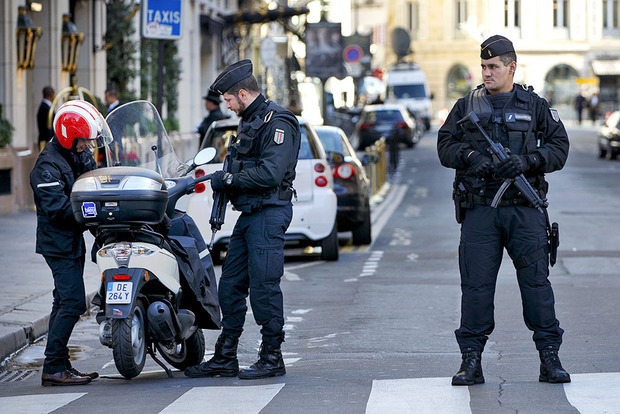 Теракт в Манчестере: Полиция задержала пятерых подозреваемых