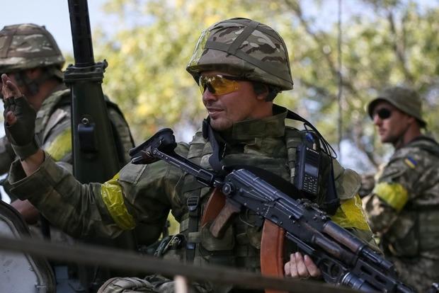 Порошенко разрешил иностранцам служить в ВСУ