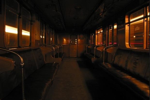 Маньяк в метро нападает на женщин, закрыв вагон на ключ