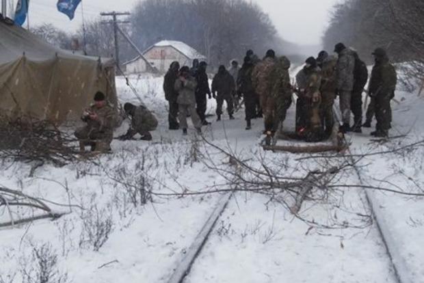 На Донбассе участники блокады пропустили пустой грузовой поезд