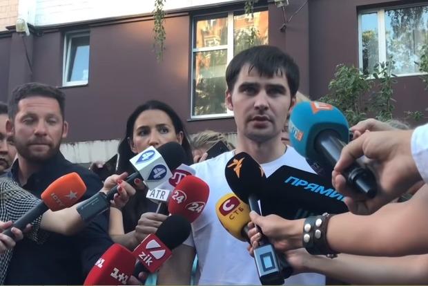 Бывший узник России Костенко уже дома. Первые кадры