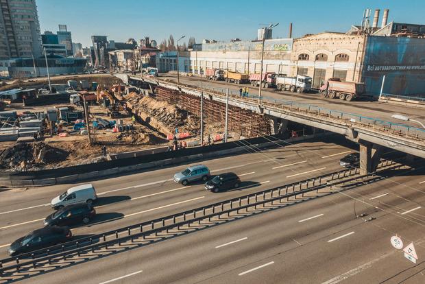 У уставшего Шулявского моста появился свой Instagram
