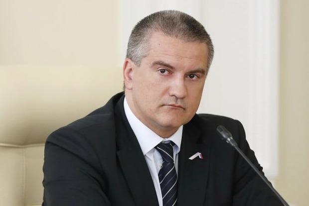Аксенов объяснил, зачем силовики заблокировали здания в селе около Симферополя