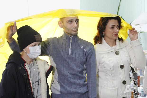 В Национальном институте рака дождь идет пациентам прямо на головы