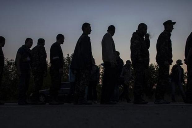 Будик назвал фамилии военных, которых сегодня освободят из плена боевиков