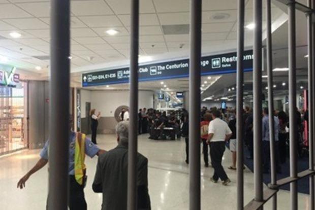 Полиция открыла огонь по неизвестному в аэропорту Майами