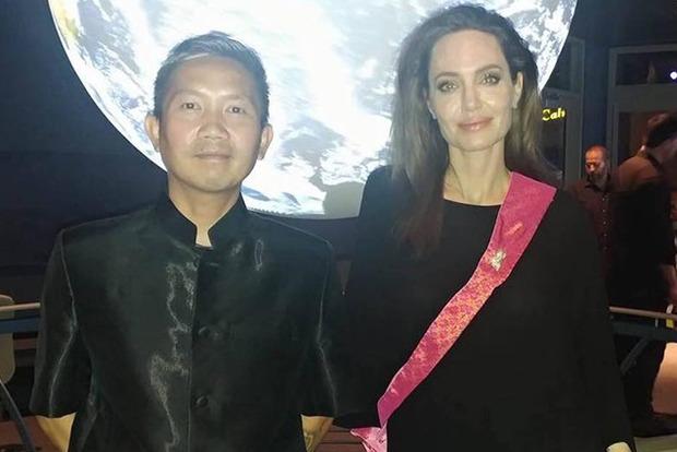 Анджелине Джоли приписывают роман с режиссером из Камбоджи