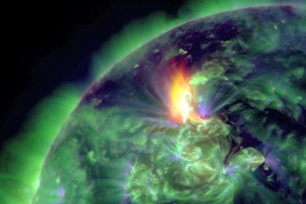 Сильный поток солнечного ветра вызвал магнитную бурю на Земле
