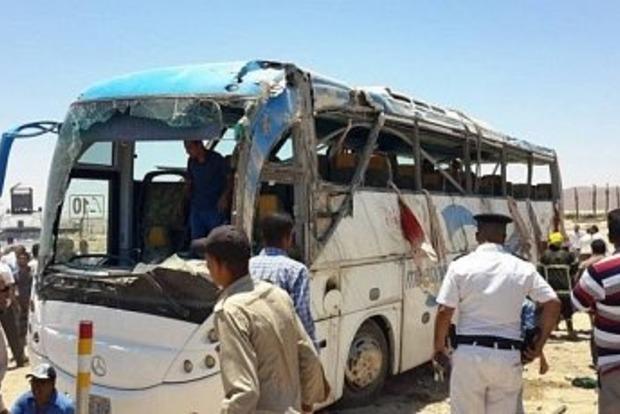 В Египте террористы расстреляли автобус с христианами: много убитых