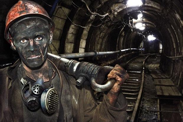 НаЛуганщине горняки вторые сутки бастуют под землей: требуют заработную плату