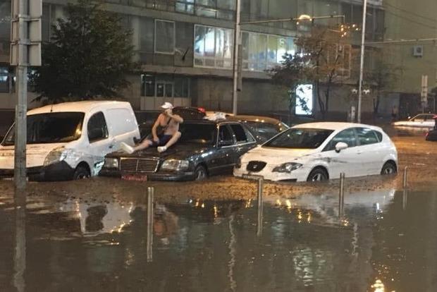 Киевская власть избежит ответственности за утопленные авто. Что делать, чтобы этого не случилось