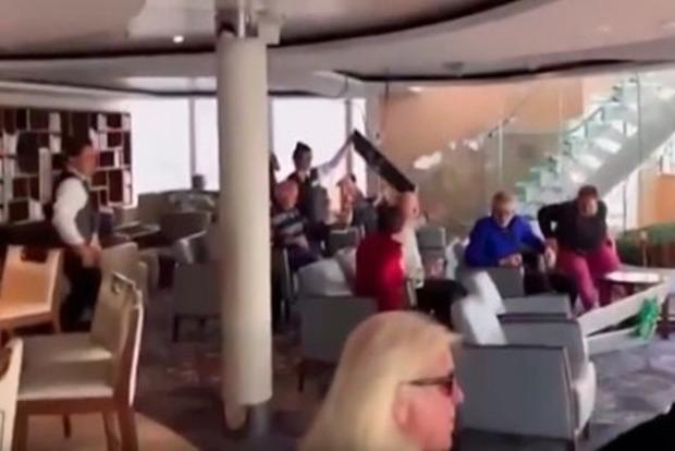 Видео с терпящего бедствие лайнера Viking Sky появились в сети