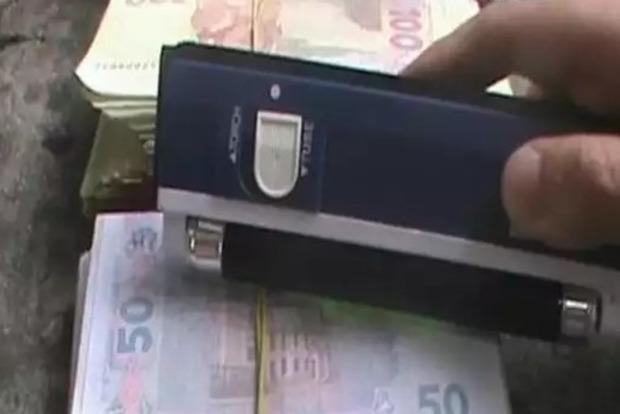 Гендиректор общества электрооборудования попался на взятке в 50 тысяч гривен