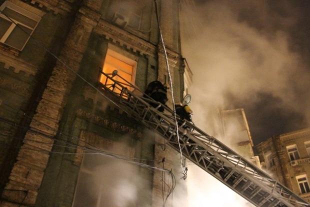 В Киеве горел жилой дом, есть погибшая