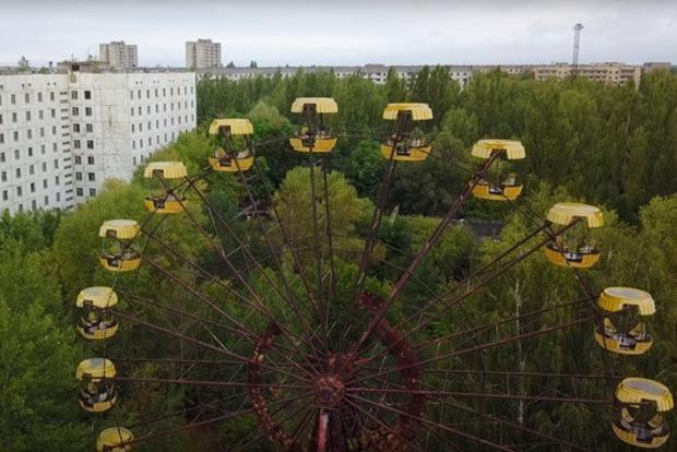 В Припяти туристы запустили легендарное колесо обозрения