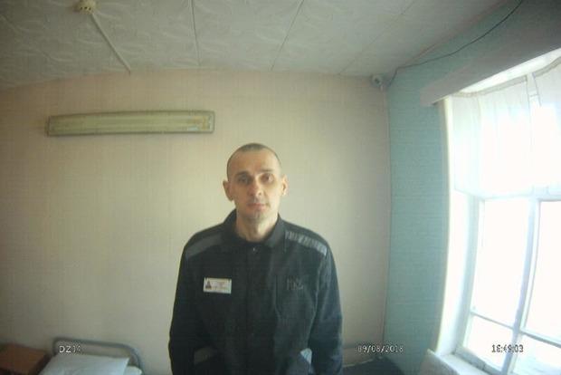Сенцова перевезли из колонии в больницу