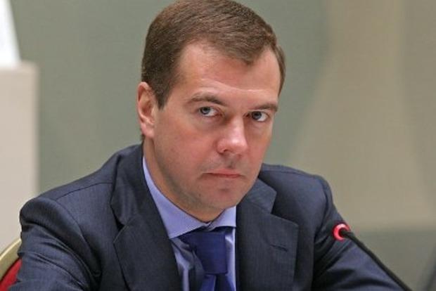 Медведев намерен ввести санкции против украинских авиакомпаний