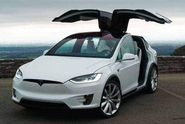 Tesla отзывает 11 тыс. своих электромобилей из-за странных сидений