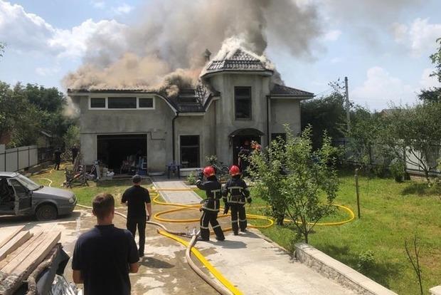В Ивано-Франковске самолет рухнул на дом. Погибло 4 человека.