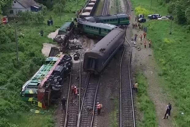 В сети появилось видео с места столкновения поездов на Хмельниччине