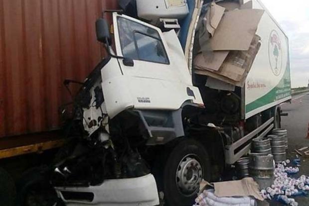 Под Одессой из-за ДТП грузовиков образовалась огромная пробка