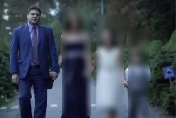 Украинский топ-чиновник бросил семью и двух детей из-за девушки с собачкой