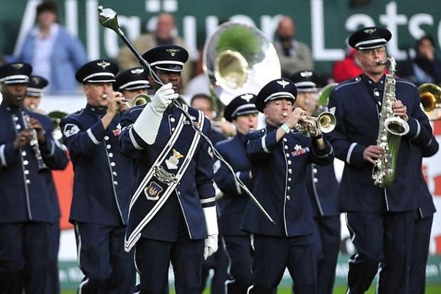 В Херсоне неизвестные сорвали концерт оркестра ВВС США