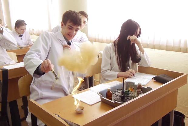 Школьница получила ожоги на уроке химии на Прикарпатье