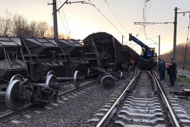 Авария поездов во Львове: с рельсов сошли 8 товарных вагонов