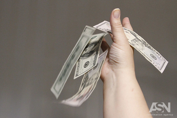 В Украине заметно подорожал доллар