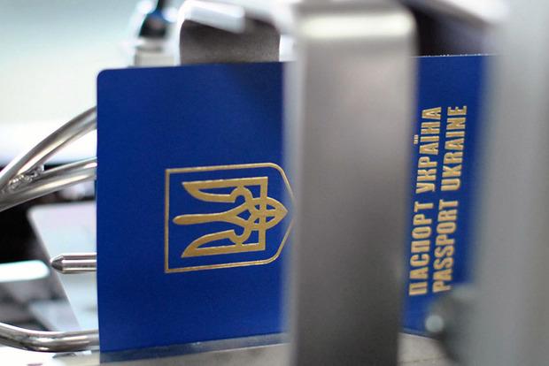 У даний час за кордоном працює близько 2,7 мільйона українців - експерт