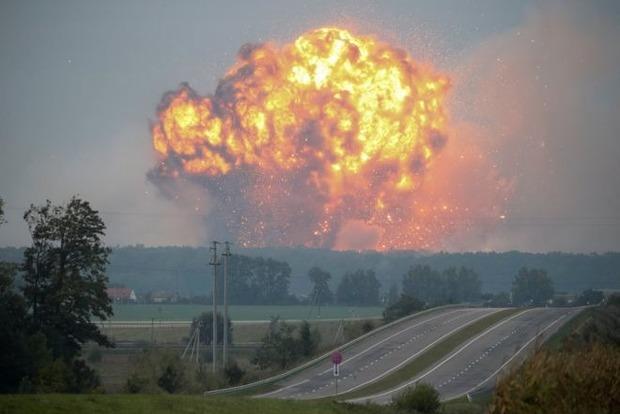 Возле горящих складов в Винницкой области вновь расширили радиус запрета полетов