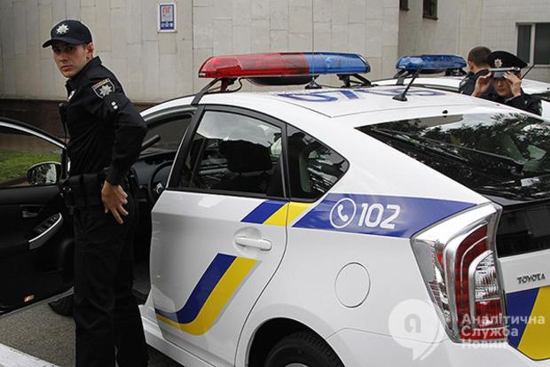 В Днипре полицейский сломал руку водителю за просьбу показать удостоверение