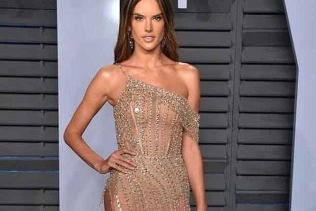 Публіка обговорює ще одне голе плаття на Оскарі