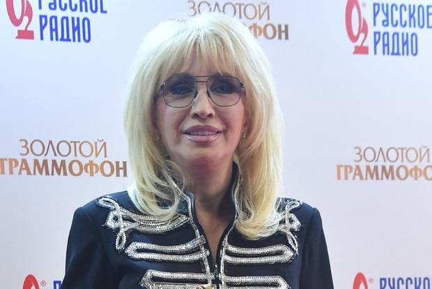 Совсем разорилась? 66-летняя Аллегрова пришла на премию в заношенной одежде