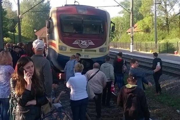НаЛьвівщині пасажири заблокували рух електрички через відсутність місць (відео)
