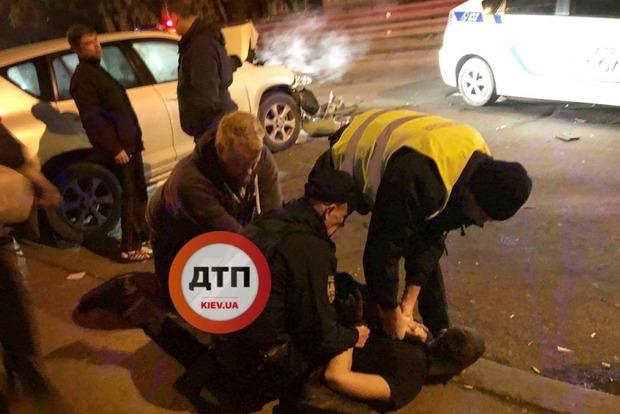 ВКиеве шофёр , который пытался исчезнуть  от милиции , стал предпосылкой  ДТП