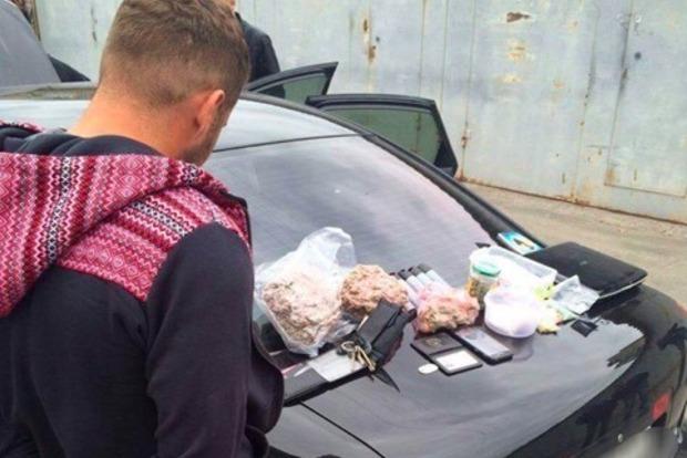 В Киеве арестовали полицейского-наркодилера