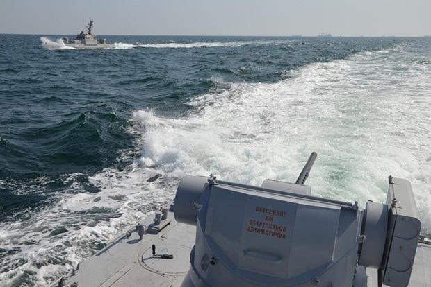 В Керченском проливе пограничный корабль РФ протаранил буксир ВМС Украины