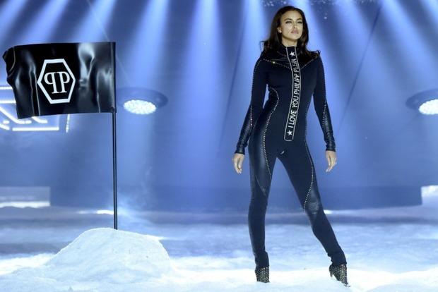 Легкий конфуз: между ног российской супермодели в ходе показа лопнул костюм