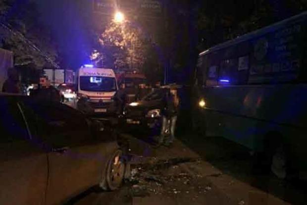 В Харькове пьяный водитель врезался в автобус
