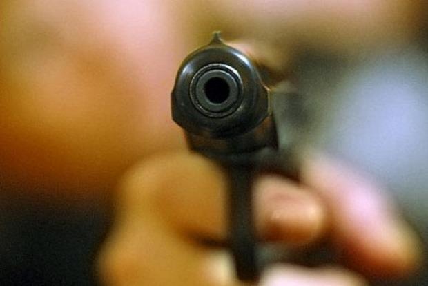 Под Киевом мужчина ранил полицейского и застрелился